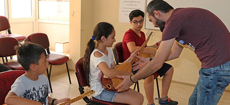 AKBEM kurslarında eğitim ve eğlence bir arada
