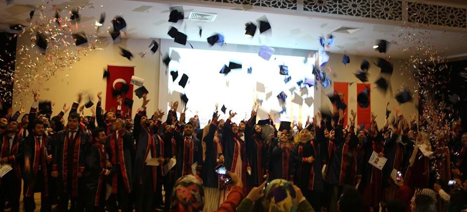 Akdeniz Üniversitesi'nde mezuniyet sevinci