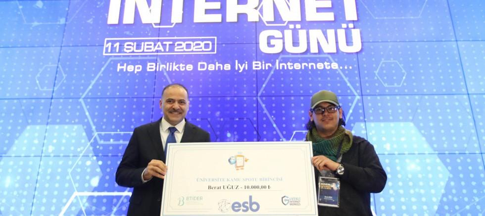 AÜ Öğrencisi Türkiye Birincisi oldu