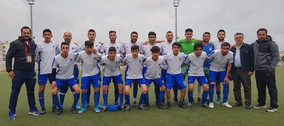 Aksu Belediyespor şampiyonluğu kovalıyor