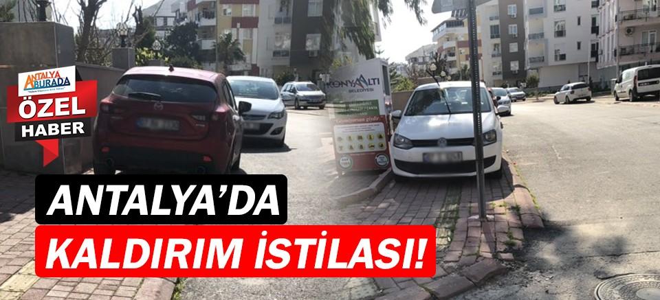 Antalya'da araçlar kaldırımları işgal ediyor!