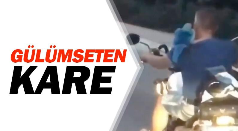Antalya'da papağanın motosiklet keyfi.