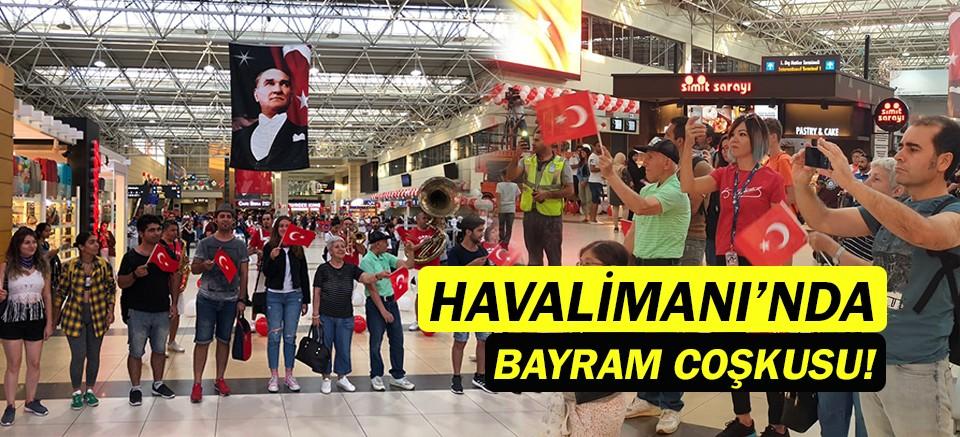 Antalya Havalimanı'nda 30 Ağustos coşkusu!