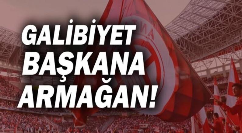 Antalyaspor galibiyetini Muhittin Böcek ve Berkay Taşgın'a hediye etti!