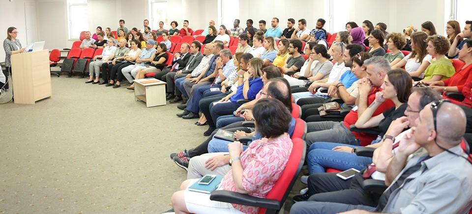 AÜ'de akademik faaliyetler tartışıldı