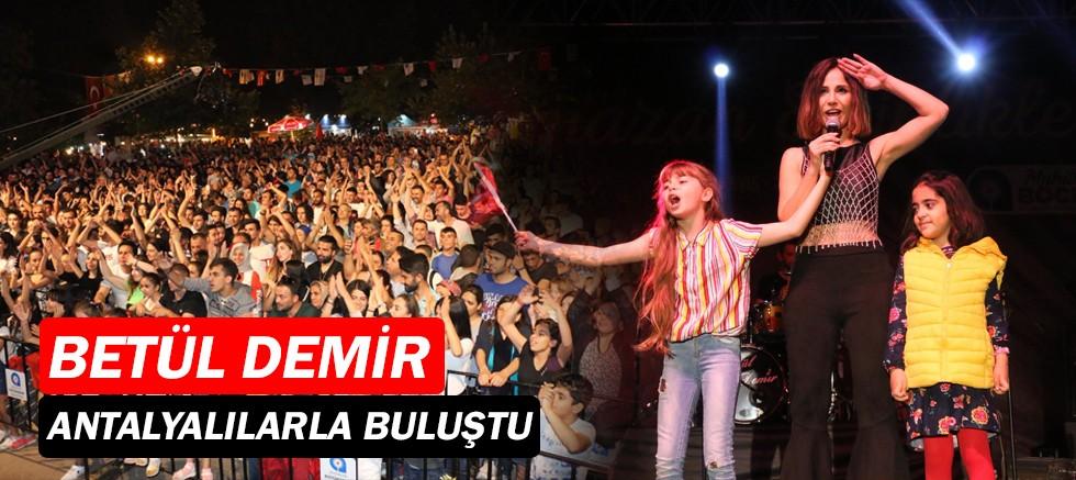 Betül Demir Antalya'yı coşturdu!