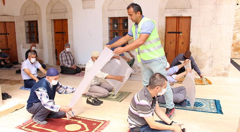 Büyükşehir Belediyesi  100 bin seccade dağıttı