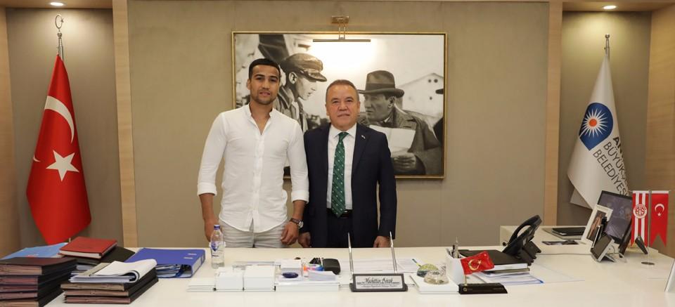 Dünya şampiyonu Shakhram Giyasov, Böcek'i ziyaret etti