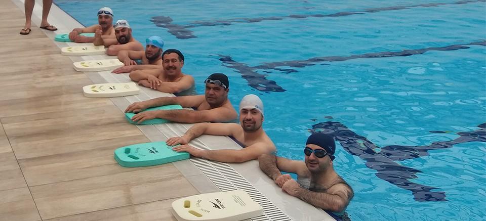 Elmal'ya kapalı yüzme havuzu