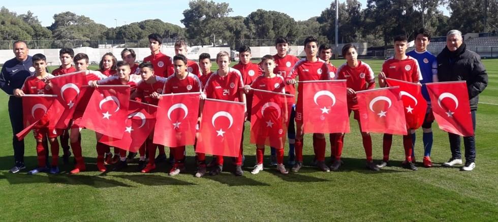 Fraport TAV Antalyaspor altyapısından Mehmetçiğe selam