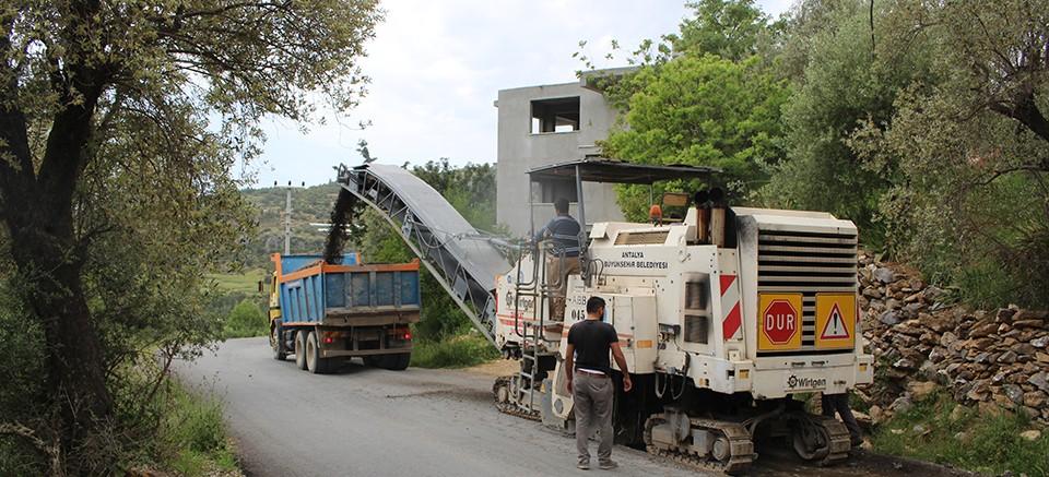 Gazipaşa Karalar'da asfalt çalışması