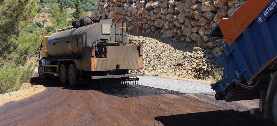 Gazipaşa Karalar'da asfalt yenileme çalışması