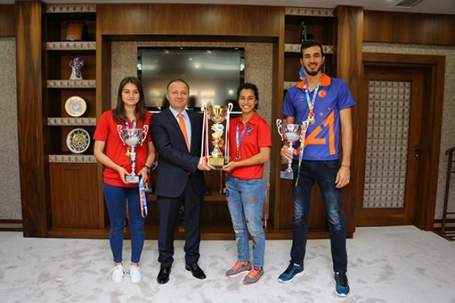 Hentbolun Şampiyonu Akdeniz Üniversitesi