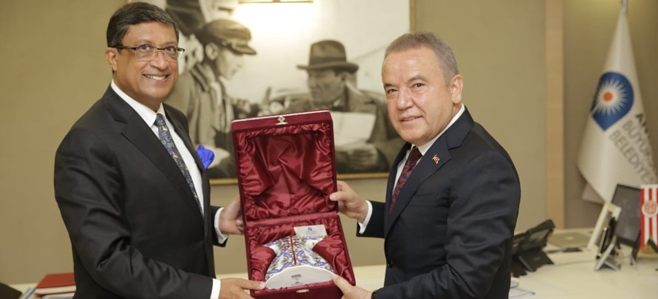 Hindistan'ın Ankara Büyükelçisi Muhittin Böcek'i ziyaret etti