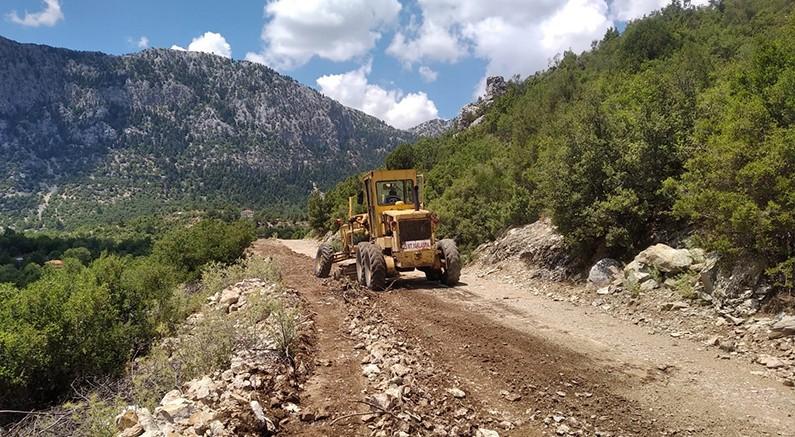 İbradı Belediyesi yol çalışmalarına devam ediyor