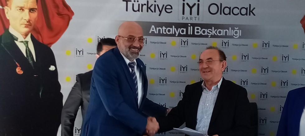 İyi Parti Muratpaşa İlçe Başkanı Semih Tayfur yetki belgesini aldı