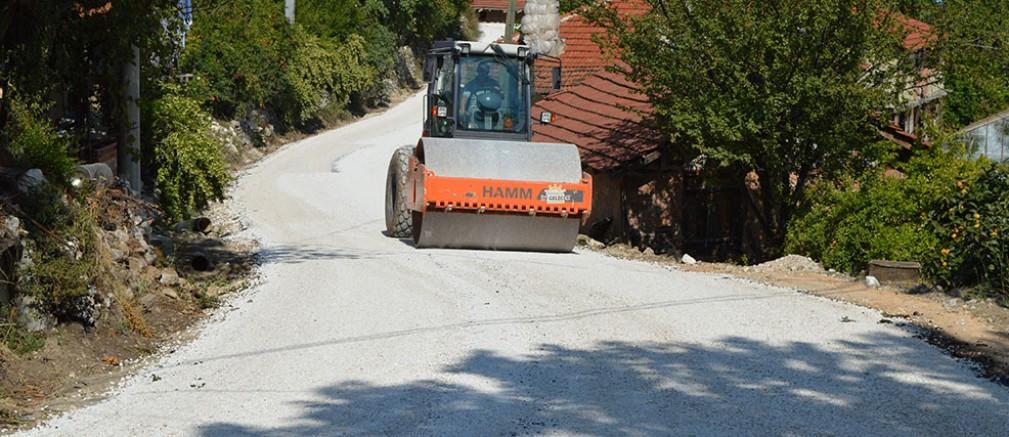 Kaş Doğantaş grup yolu asfaltlanıyor...