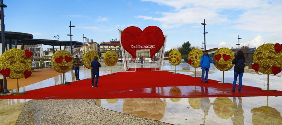 Manavgat'a 14 Şubat'ta emojili, kalpli çekim noktası