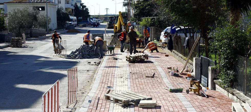 Manavgat Belediyesi'nden kaldırım ve asfalt atağı