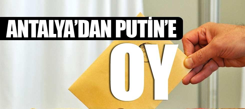 Manavgat'ta Vladimir Putin'de seçime dahil oldu.