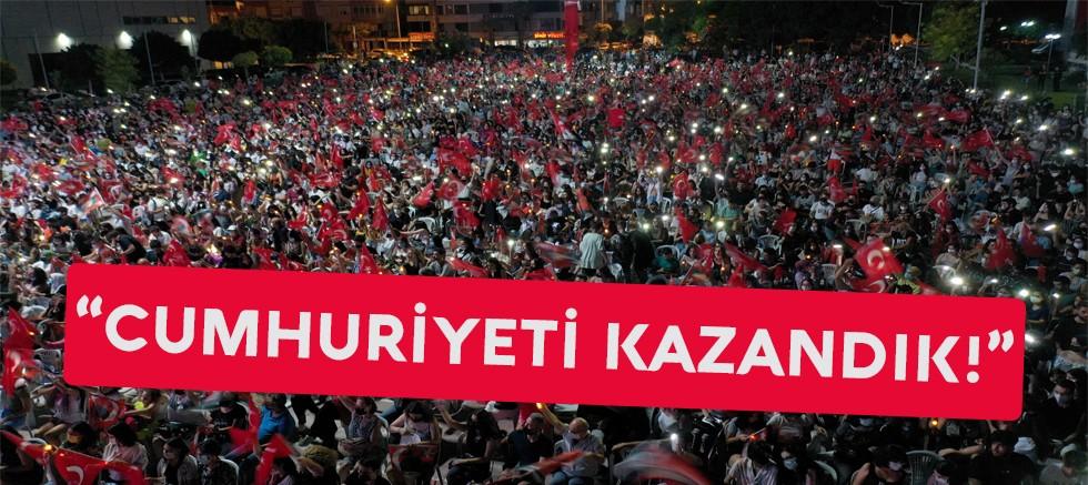 Muratpaşa Belediye başkanı Ümit Uysal: ''Cumhuriyeti Kazandık!''