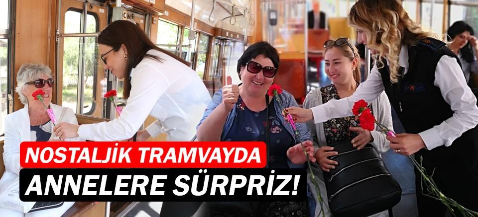 Nostaljik tramvayda Büyükşehir'den annelere sürpriz!
