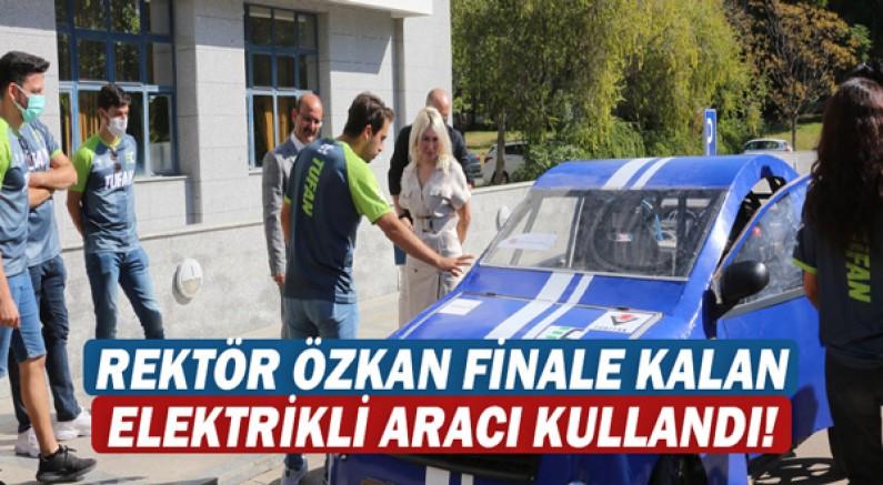 Rektör Özkan TEKNOFEST'te finale kalan elektrikli aracı kullandı!