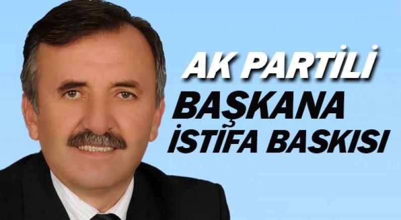 Serik Belediye Başkanı Enver Aputkan'a istifa et baskısı.