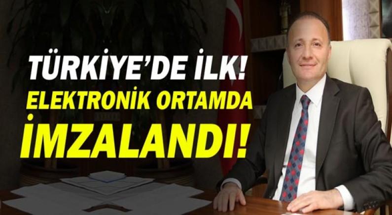 Türkiye'de İlk Defa Yüksek Lisans ve Doktora Tezleri Elektronik Ortamda İmzalandı!